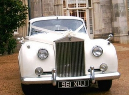 Classic wedding car hire in Winchester